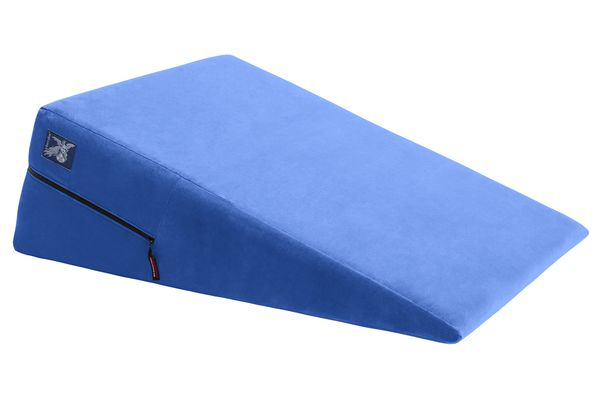 600x_ramp_blue_front_on_white